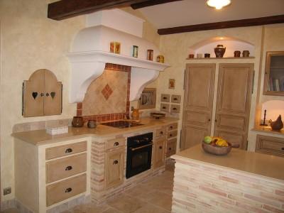 Cuisine traditionnelle réalisée par A. Saccomando, artisan ébéniste cuisiniste, fabricant de salles de bain, meubles.