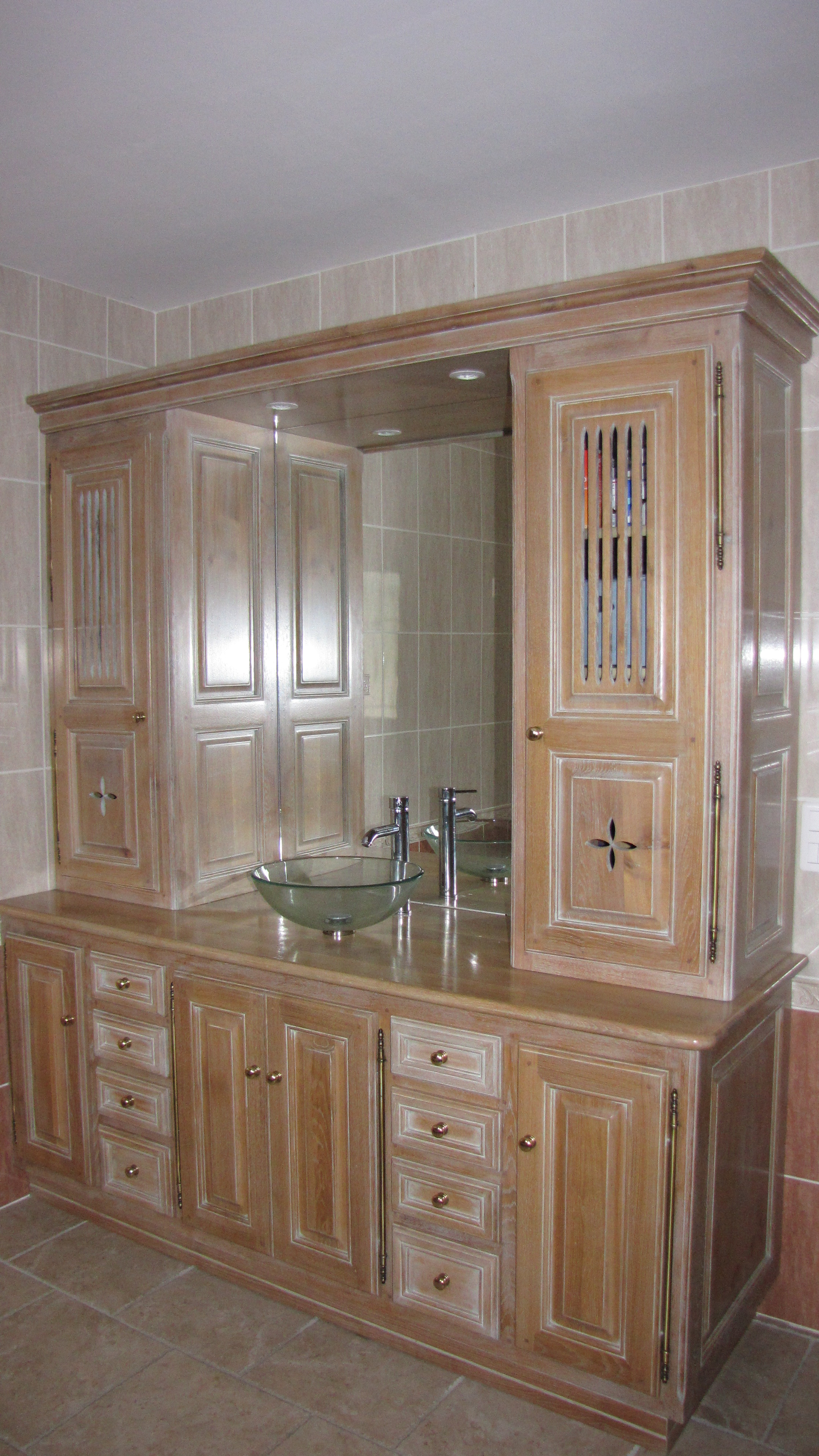 cuisines en bois meubles salles de bains ma tre. Black Bedroom Furniture Sets. Home Design Ideas