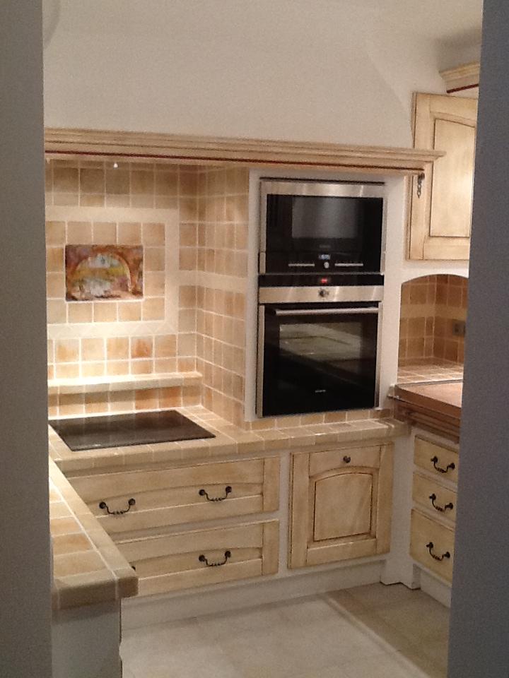 Cuisines en bois meubles salles de bains ma tre for Meuble de cuisine traditionnelle