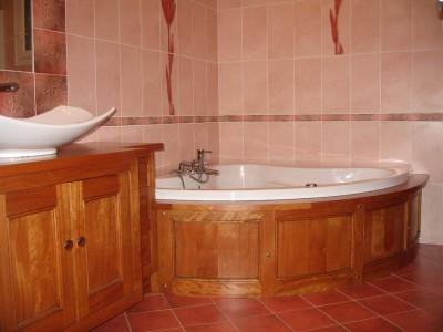 Meuble salle de bain réalisé par un artisan ébéniste fabricant de cuisines, salles de bain, meubles.