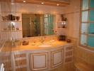 Cuisine sur mesure réalisée par un M. Saccomando, artisan ébéniste fabricant de cuisines, salles de bain, agencement d'intérieur.
