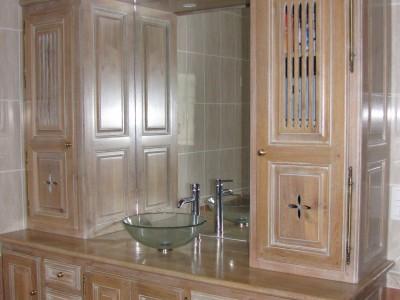 Cuisine réalisée par un artisan ébéniste fabricant de cuisines, salles de bain, meubles.