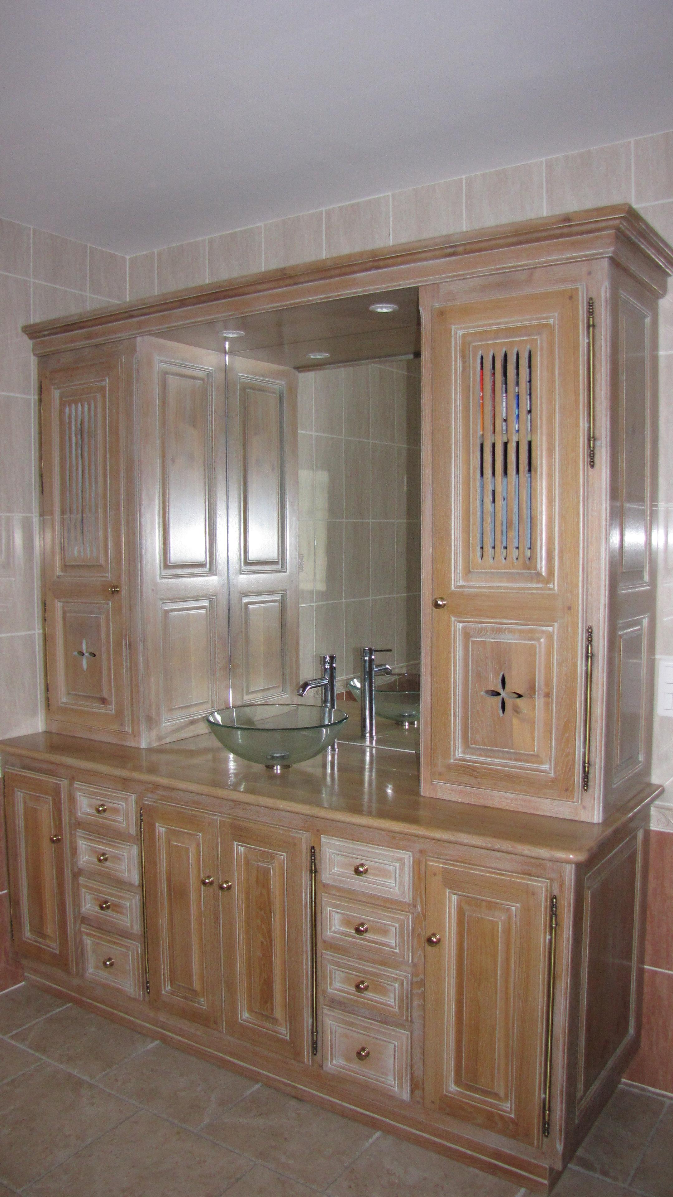 Cuisines en bois meubles salles de bains ma tre for Artisan salle de bain